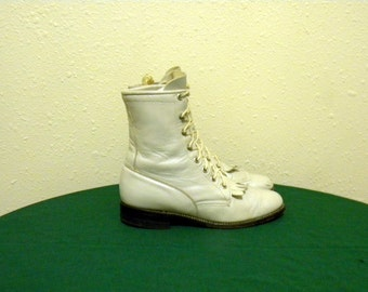 Justin boots. Vintage boots. Women boots, Sz 6b Vintage iredescent white leather high quality lace up granny combat boots.