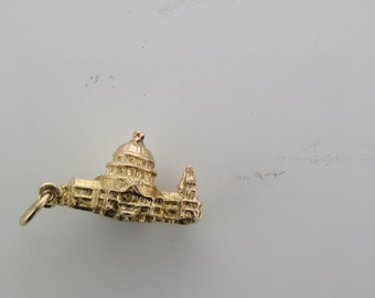 Vintage 9 carat yellow gold St. Paul's Cathedral pendant charm