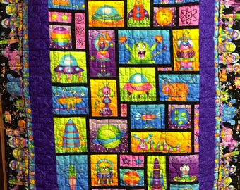 Lap throw quilt- Alien invasion pink and purple