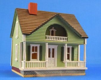 Dollhouse Miniature; 144th scale Miniature Green House by Millie August, 1982.  Item #D254.