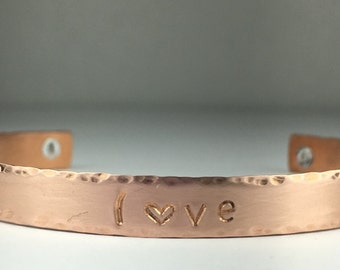 "Copper cuff texturized ""love"" bracelet"