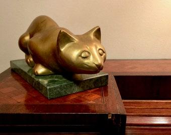 Sculpture figurative représentant un chat couché