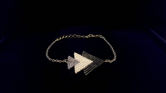 Delica Beaded Arrow Pendant Bracelet