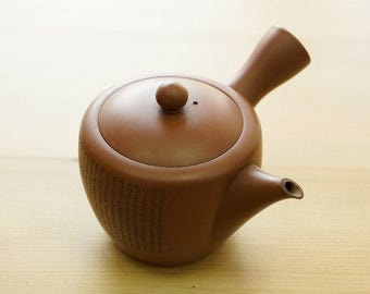Japanese teapot in the style of Tokoname