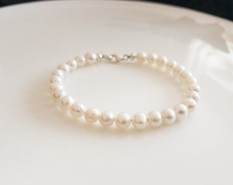 Freshwater Pearl Bracelet,  bridesmaid bracelet, Wedding Jewelry,  Valentine's Gift  ,Valentine's jewelry , gifts for her,