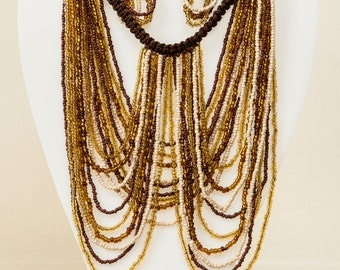 Beaded necklace with macrame.
