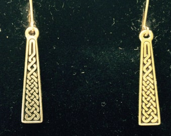 Pot O'Gold Tone Celtic Braid Earrings