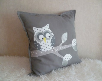 IN balance Maxi square cushion OWL on a gray/white/silver branch