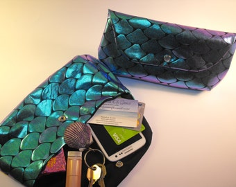 Mermaid Scale Clutch  *Changes Colors*