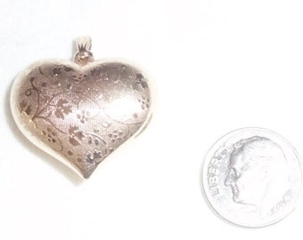 """Vintage 14k Gold Puffy Heart Pendant for Necklace Chain 1"""" long 2.4g TWO Sides - Embossed and Smooth Estate 14 k kt 14kt Kisses Love Figural"""