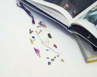 Bookmark Pressed Flowers Botanical Bookmark Laminated Bookmarks Floral Art Book Accessory Gift Unique Flower bookmark Gift for readers
