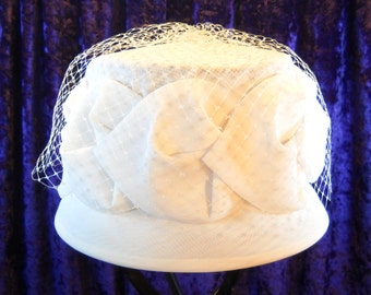 Vintage 1040's Ladies Formal Pillbox Style Hat with Lace Trim