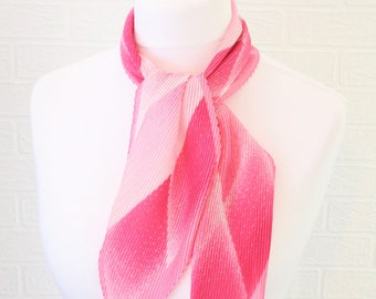 Pink and white diamond pattern crinkled long thin retro/vintage scarf / 1980s