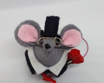Elegant felt mouse with red roses and a love note, Gentleman, Gift,