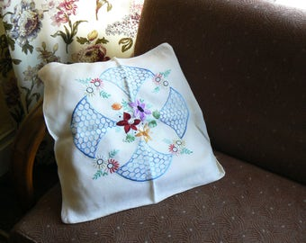 Nostalgic vintage embroidered cushion cover