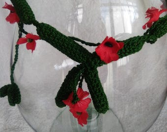 Necklace with crochet flowers