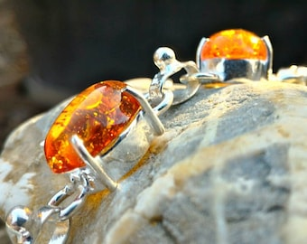 Necklace of amber, protects the aura of negative energies and entities, as well as energy and psychic vampirism.