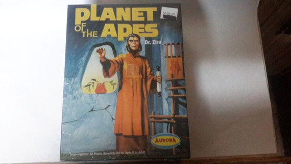 planet of the apes dr.zira model kit dated 2000 misb