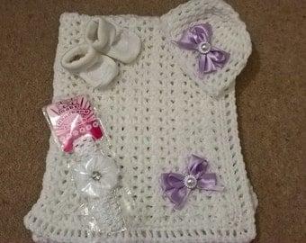custom made hand crochet baby blanket set/hat/headband/booties