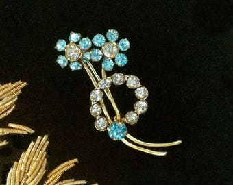 Beautiful vintage Austrian crystal flower spray Brooch/Pin. An ideal Wedding 'Something Old' Brooch, or for any glitzy or special occasion