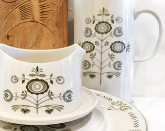 Franciscan Coffee, Gravy and Four Dinner Plates