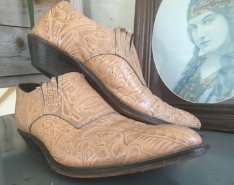 1980s Hand Tooled Tan Leather Cowboy Ankle Boots//Women's SZ 7.5