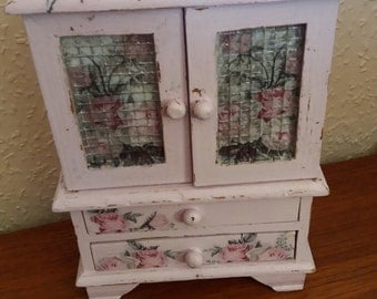 shabby chic / decoupaged small dresser
