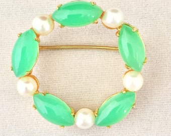 Vintage Signed Sorento Gold Filed Chrysophrase / Jade and Pearl Circle Pin