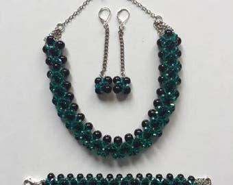 COLLAR,PULSERA Y ARETES,con perlas negras y murano verde esmeralda