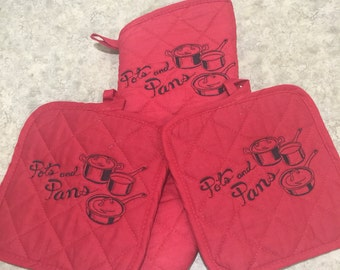Embroidered Hot Pads and Mitt Set