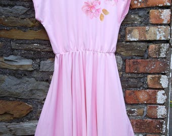 Vintage 70s does 50s Pin UP Tea Pleated Full Circle Skirt Dress Pink Floral Motif Size M / L