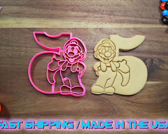 Super Mario Brothers Cookie Cutter with the number 5. Throw a Super Mario Brothers themed kid's birthday party with custom Mario cookies!