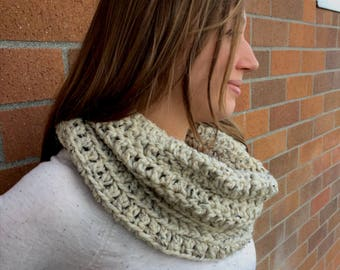 Oatmeal Crochet Cowl Scarf, Crochet Infinity Scarf, Circle Scarf, Cowl Scarf, Beige Infinity Scarf, Beige Cowl