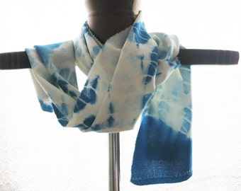 Foulard in pure Virgin wool crepe dyed with natural dyes