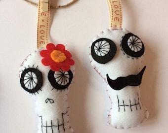 Mr and mrs felt skulls