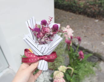 Handmade Small Bouquet/ Preserved Flower and Dried Flower Bouquet/ Wedding Bouquet/ Globe Amaranth Bouquet/Home Decor and Perfect Gift