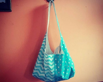 """Blue and white """"waves"""" tote"""
