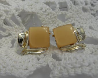 Vintage Square Thermoset Butterscotch Moonglow Clip On Earrings