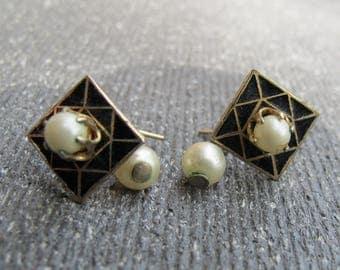 Vintage dangling copper and pearl earrings