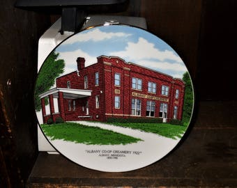 Albany CO-OP Creamery 1922 Albany Minnesota 1890-1990 100 Year Anniversary 7 1/4 Inch Image Collector Plate