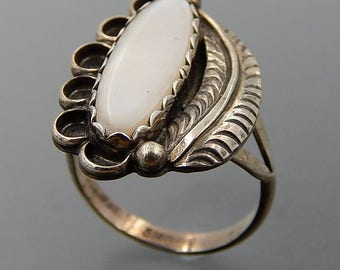 Vintage Navajo sterling silver oval mother of pearl swirls feather ring size 7.25