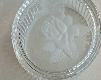 Glass bowl with rose lid