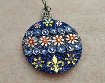 Round Ornament 17