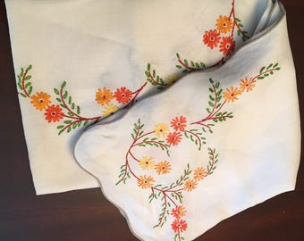 """Beautiful Vintage Hand Embroidered Linen Tablecloth Table Cloth 65"""" x 47"""""""