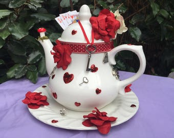 tea pot, Alice in Wonderland, Mad Hatter teapot centerpiece. Queen of Hearts,  Hearts and roses. Birthday. wedding