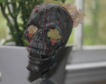 Decaying Bust - Halloween Decor