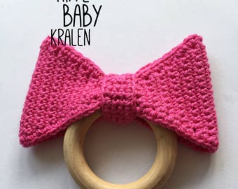 Wooden teething ring with crochet bow