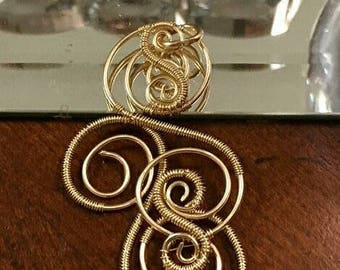 Magnificent 14kt Gold Swirls Pendant