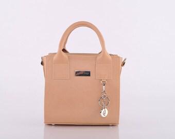Natural Dora Messenger Bag