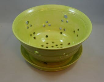 Pear green berry bowl strainer